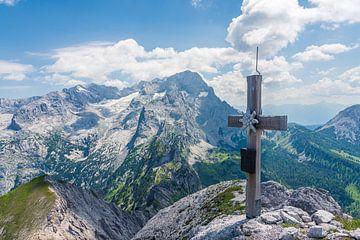 Gipfelkreuz mit Dachstein-Panorama von Coen Weesjes