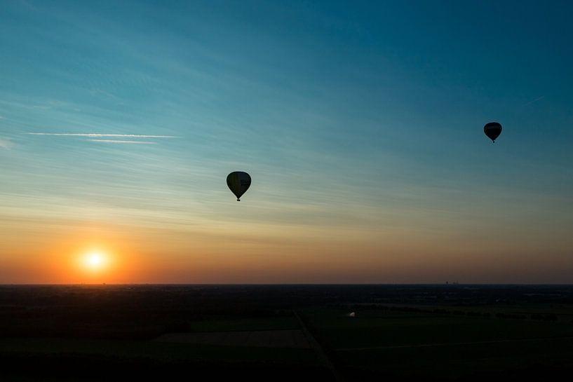 Ballonvaart zonsondergang van Elly Damen
