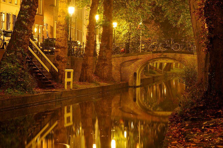 Nieuwegracht in Utrecht met Magdalenabrug van Donker Utrecht