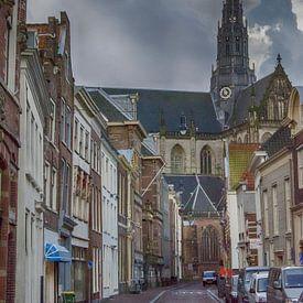 Gezicht op de St. Bavokerk in Haarlem, Jansstraat. van Don Fonzarelli