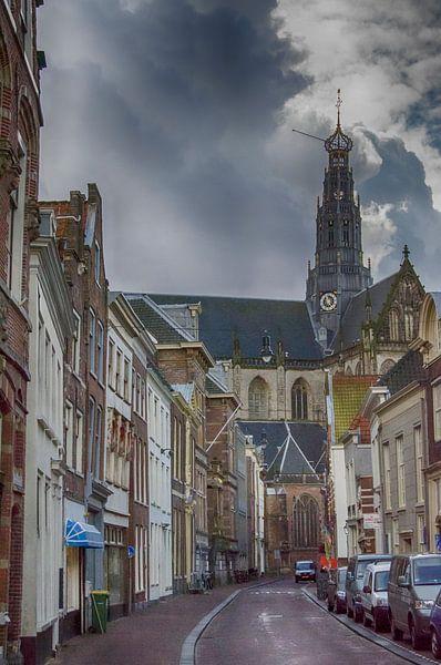 Gezicht op de St. Bavokerk in Haarlem, Jansstraat.