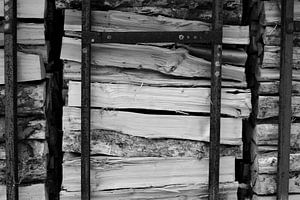 Houtstapel in Duitsland, zwart-wit van