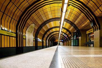 U-Bahnhof Theresienwiese München Bahnsteig von Andreea Eva Herczegh