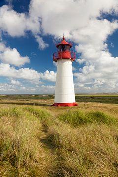 Sommerwolken am Leuchtturm List West auf Sylt von Markus Lange