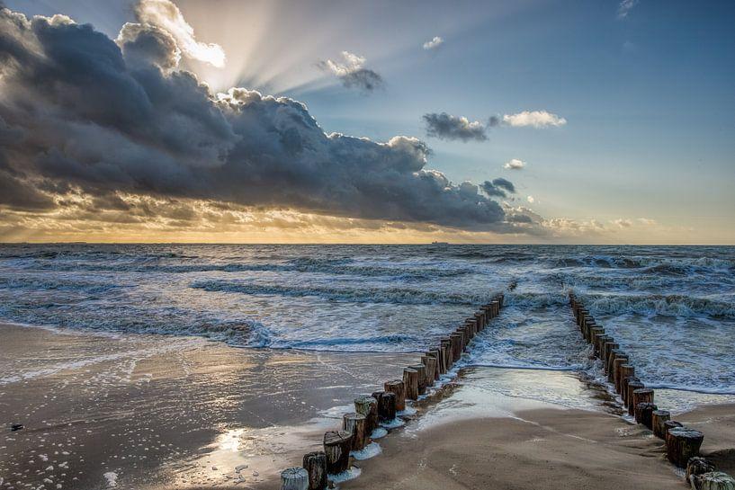Golfbreker aan de zeeuwse noorzee kust bij Dishoek. Wout Kok One2expose van Wout Kok