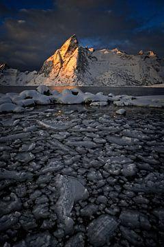 Spitse bergen op de Lofoten van Dirk-Jan Steehouwer