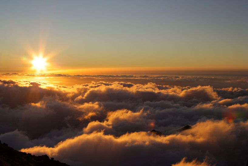 Madère - Lever de soleil au-dessus des nuages sur Tobias Majewski