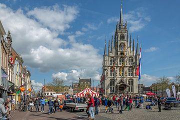 Markt met oude stadhuis in Gouda van Rinus Lasschuyt Fotografie