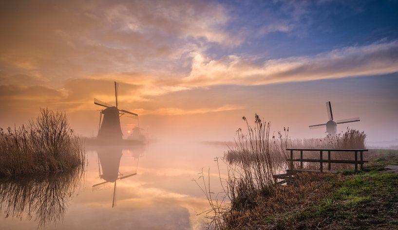 Molens Kinderdijk met spectaculaire zonsopkomst van Mark De Rooij