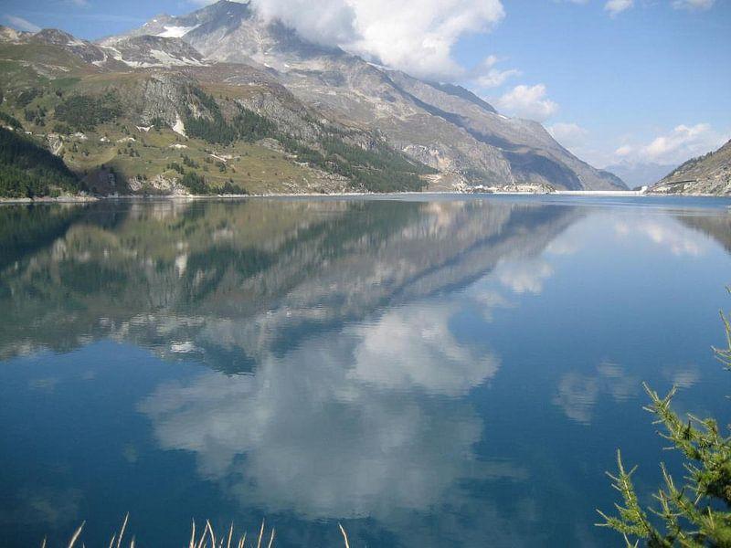 Lake Tignes van Claudia Schot