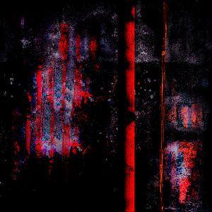 Red_Pillar_before_Wall_at_Night