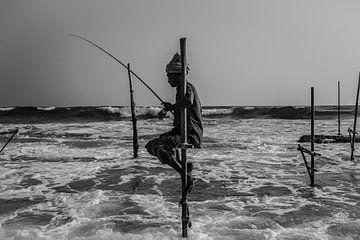 Der einsame Fischer (schwarz-weiß) von Joey Ploch