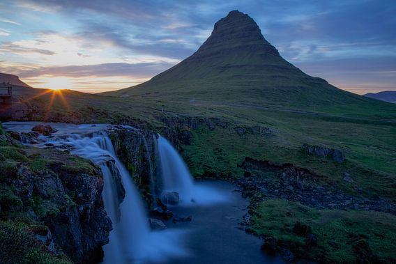 Zonsondergang bij Kirkjufell waterval, Snaefellsnes, IJsland
