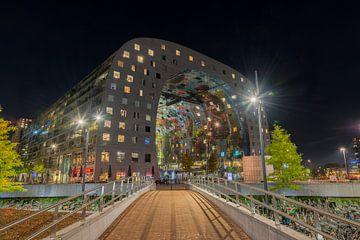 Avondfoto van de Markthal in Rotterdam van