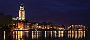 Deventer at Night, skyline met IJssel (panorama) van Jan Haitsma