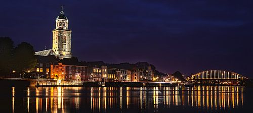 Deventer at Night, skyline met IJssel (panorama)