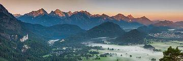 Neuschwanstein en Hohenschwangau van Walter G. Allgöwer
