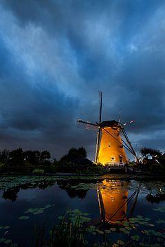 Blue hour in Kinderdijk sur Peter Halma