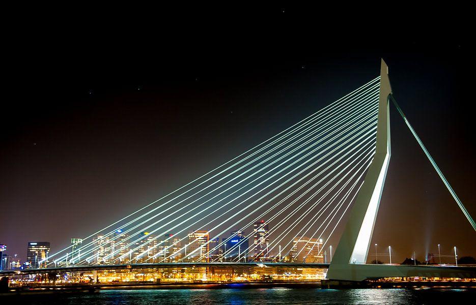 Erasmusbrug Rotterdam met sterrenhemel de grote beer