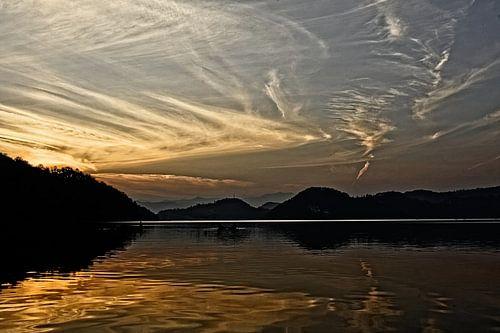 zonsondergang lake begnas van