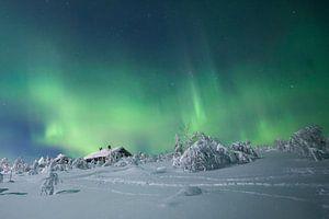 Landschaft von Noorderlicht und Haus in Finnland