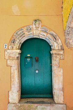 Groene deur in gele gevel van Anouschka Hendriks