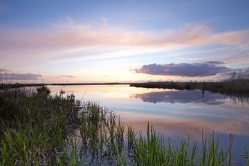 Zonsondergang over de Onlanden bij Matsloot (5) van Gerben van Dijk