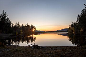 Sunset over Halvfari van Marco Lodder