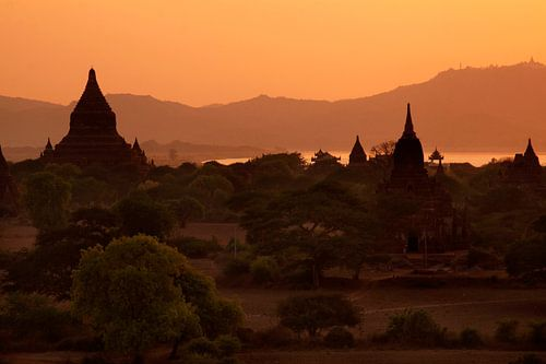 Bagan-Myanmar van