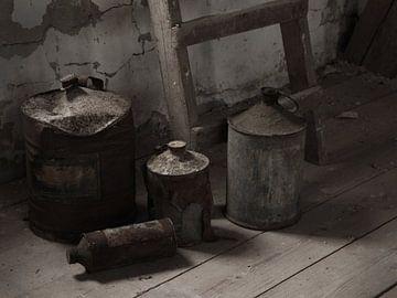 Stillleben mit alten Krügen von Herman Peters