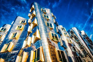 Gehry Bauten im Medienhafen in Düsseldorf von Dieter Walther