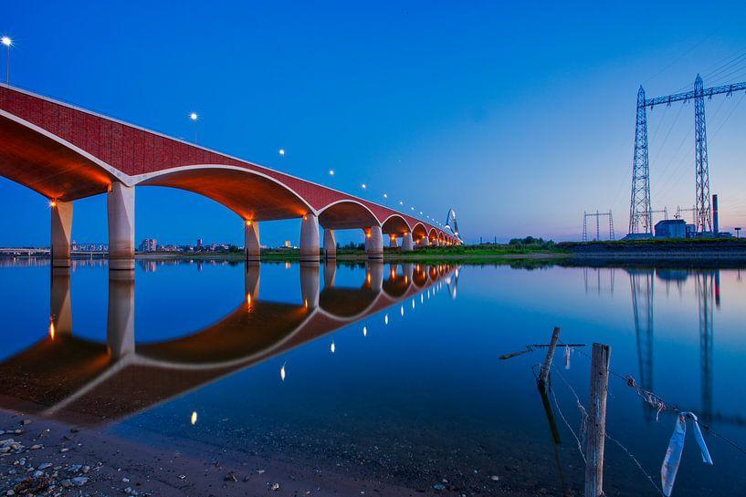 La traversée (pont de la ville), Nimègue sur SeruRon Photo's