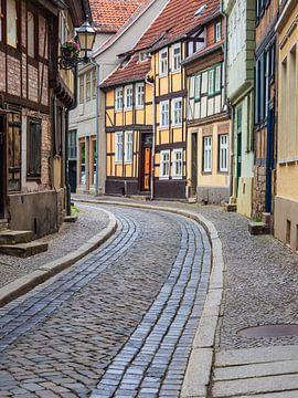 Historische Straße in Quedlinburg im Harz von Rico Ködder