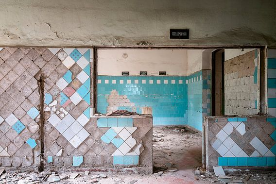 Lege Keuken in Verval. van Roman Robroek
