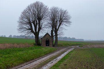 kapel in de weilanden voor een ave maria van Kim Willems
