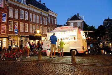IJswagen op de Maartensbrug in Utrecht (2) von