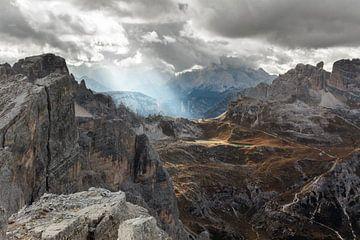 Woeste luchten boven de Italiaanse Dolomieten von Jonathan Vandevoorde