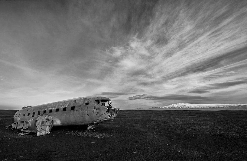 Dakota op Solheimasàndur IJsland van Ruud van der Lubben