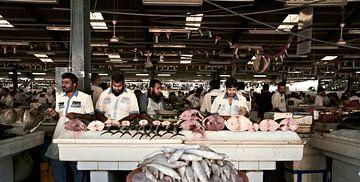 Scènes van de grote vismarkt in Dubai van
