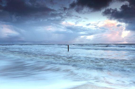 Hoor de golven van Remco Stunnenberg