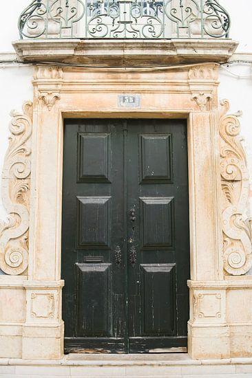 De deuren van Portugal donkergroen nummer 35 van Stefanie de Boer