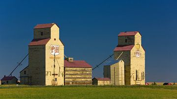 Silos à grains à Mossleigh, Alberta, Canada sur Henk Meijer Photography