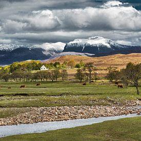 Besneeuwde toppen van de Ben Nevis in Schotland. van Hans Kwaspen
