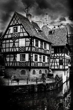 Fachwerkhaus in Strasbourg Frankreich in schwarz-weiss von Dieter Walther