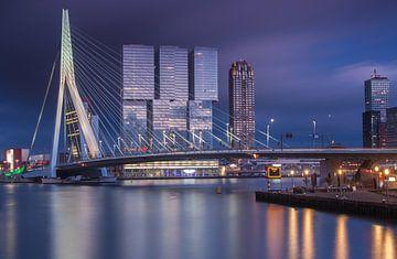 Dreigende zonsondergang in Rotterdam sur Ilya Korzelius
