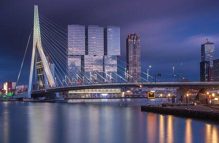 Dreigende zonsondergang in Rotterdam von Ilya Korzelius
