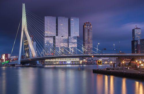 Dreigende zonsondergang in Rotterdam