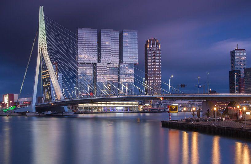 Dreigende zonsondergang in Rotterdam van Ilya Korzelius