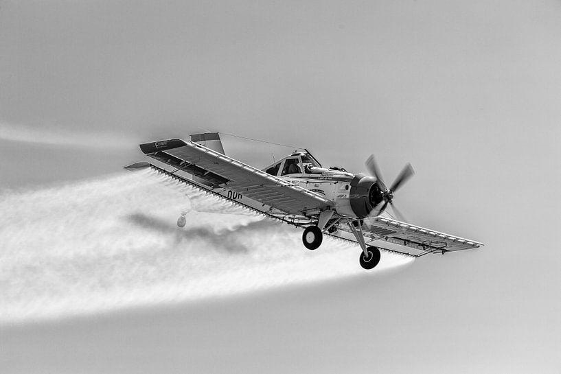 PZL-106 Kruk in schwarzweiß von Tilo Grellmann | Photography