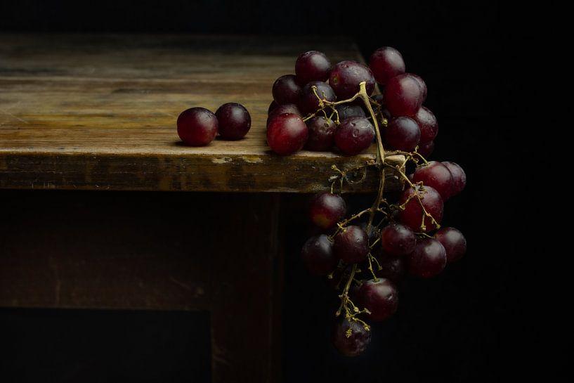 Stilleben blaue Weintrauben von Clazien Boot